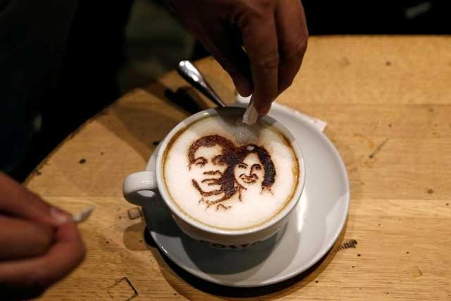 Wednesday, June 29, 2016 A customer adds sugar to a cup of cappucino coffee with images of incoming President-elect Rodrigo Duterte and Vice-President-elect Leni Robredo at a Costa Coffee shop, a day before Duterte and Robredo assume office, in Taguig city, Metro Manila, Philippines June 29, 2016. REUTERS/Erik De Castro
