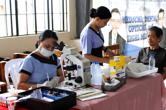 Two health personnel are assisting a resident availing free medical services in a medical mission conducted by UNTV and Kamanggagawa Foundation in Lipa City, Batangas on Sunday, June 05, 2016. (UNTV NEWS)