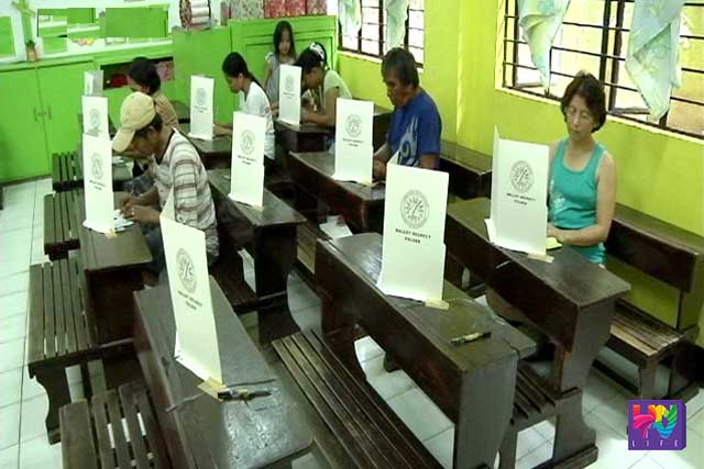 Voters cast their vote in a precint in a file photo.