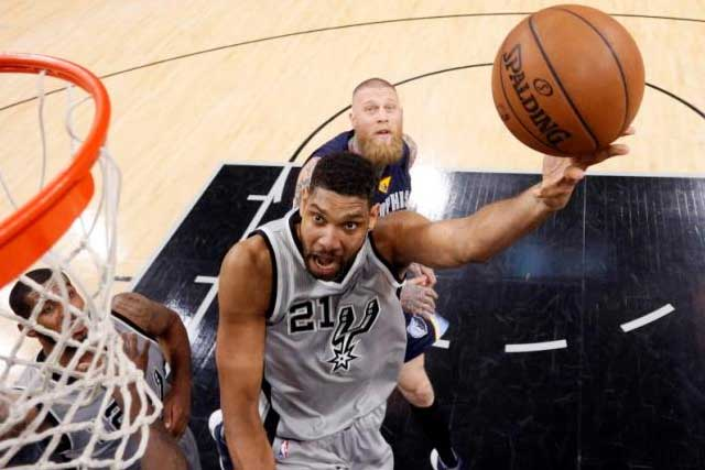 Apr 17, 2016; San Antonio, TX, USA; San Antonio Spurs power forward Tim Duncan (21) shoots the ball past Memphis Grizzlies power forward Chris Andersen (7, behind) during the second half in game one of the first round of the NBA Playoffs at AT&T Center. Mandatory Credit:...