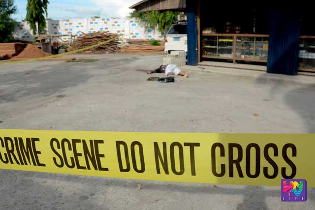 File photo: A drug suspect was sprawling on the ground after a shoot out in Pampanga. (UNTV News/Photoville International/Paulo Recion)