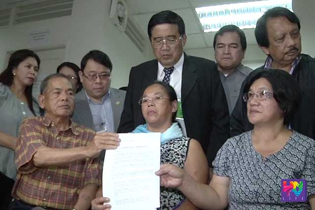 Families of slain SAF members in the Mamasapano incident filed complaint against former president Aquino, Alan Purisima and Getulio Napeñas in the Office of the Ombudsman.