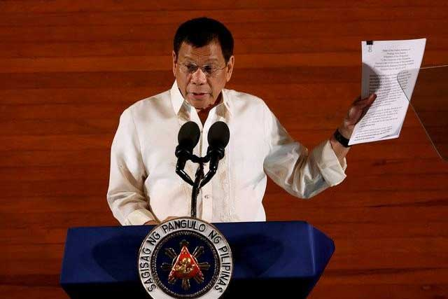 Monday, July 25, 2016 Philippine President Rodrigo Duterte holds up a copy of his speech as he speaks before the lawmakers during his first State of the Nation Address at the Philippine Congress in Quezon city, Metro Manila, Philippines July 25, 2016. REUTERS/Erik De Castro