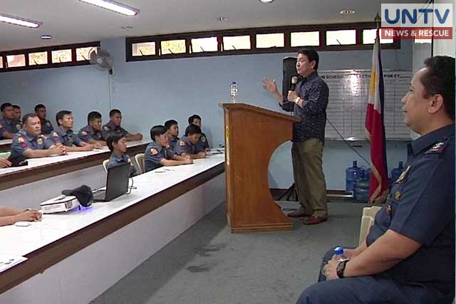 Former human rights commissioner Atty. Wilhelm Soriano reorients police personnel on matters of human rights.