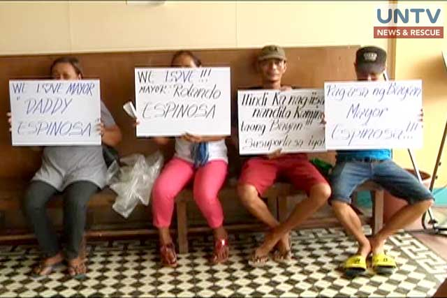 Supporters guard Albuera, Leyte Mayor Espinosa in municipal hall.