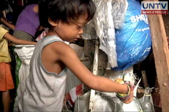 "Boy receives livelihood showcase from ""Serbisyong Kasangbahay"""