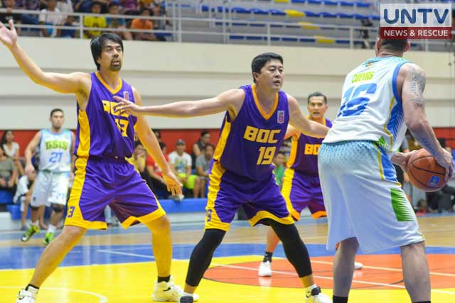 PBA Legends Marlou Aquino and Kenneth Duremdes playing for BOC Transformers. (Photoville International)