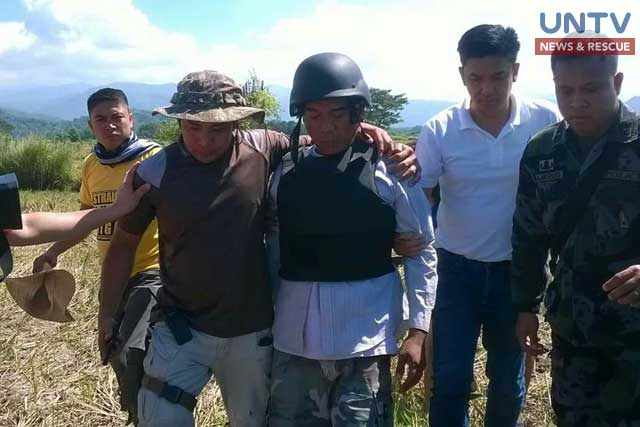 CIDG personnel, together with La Union and Pangasinan Police nabs Ronnie Dayan (in vest) at Sitio Turod, Brgy. San Felipe in La Union.