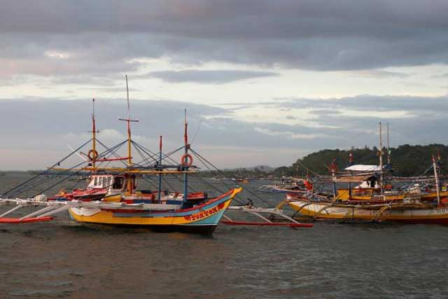 Fishing boats that had just returned from the disputed Scarborough Shoal are pictured at the coastal village of Cato in Infanta, Pangasinan in the Philippines, October 31, 2016. REUTERS/Erik De Castro