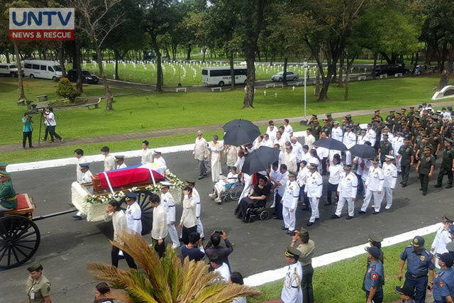 Part of the simple ceremony of the burial of the late former President Ferdinand Marcos at the Libingan ng mga Bayani. (PHOTO: Ricardo Malasa)