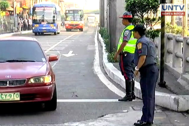 FILE PHOTO: Policemen supervising the traffic situation in EDSA-Cubao area.