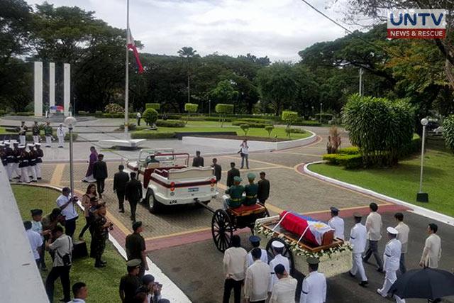 The parade during the simple burial ceremony of President Ferdinand Marcos Jr. on November 18, 2016 at the Libingan ng mga Bayani. (Ricardo Malasa / Photoville International)