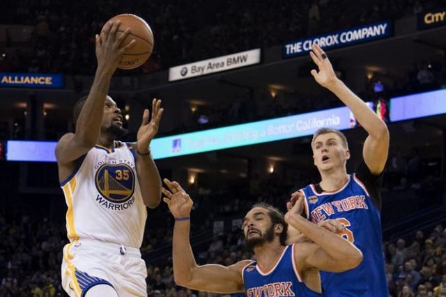 December 15, 2016; Oakland, CA, USA; Golden State Warriors forward Kevin Durant (35) shoots the basketball against New York Knicks center Joakim Noah (13) and forward Kristaps Porzingis (6) during the third quarter at Oracle Arena. The Warriors defeated the Knicks 103-90. Kyle Terada-USA TODAY Sports