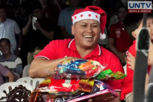 PNP chief Ronald dela Rosa, sporting a santa hat, leads the gift-giving activity in Christmas party for kids at the PNP Headquarters in Quezon City.