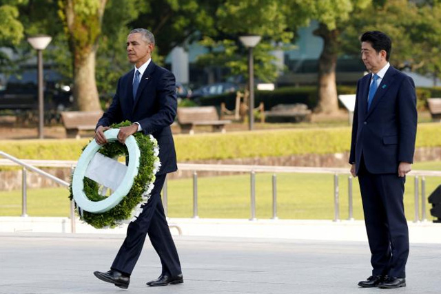 U.S. President Barack Obama (L) carries a wreath as Japanese Prime Minister Shinzo Abe looks on, in front of a cenotaph at Hiroshima Peace Memorial Park in Hiroshima, Japan May 27, 2016. REUTERS/Toru Hanai/File Photo