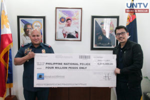 Philippine National Police chief Ronald dela Rosa was at a loss for words after receiving a cash donation from UNTV.