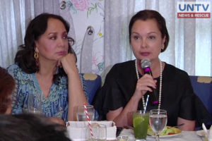 Former Miss Universe-Philippines title holders Gloria Diaz (left) and Margie Moran (right) give pieces of advice to candidates as the prestigious beauty pageant draws near.