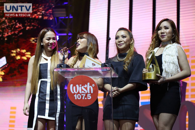 4th Impact, The X Factor UK 2015 fifth placer receiving an award at the 2nd Wish 107.5 Music Awards (Rodel Lumiares / Photoville International)