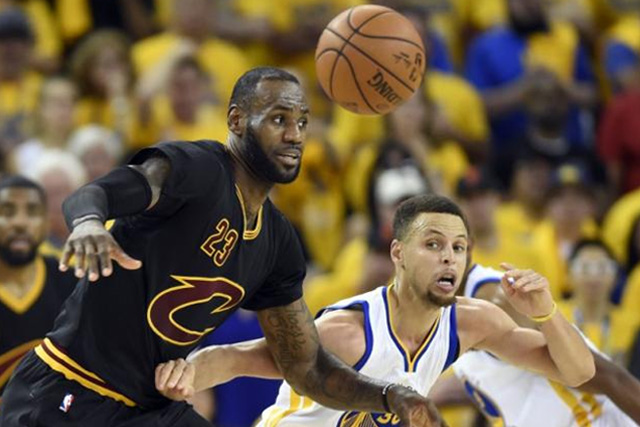 Curry, Durant power Warriors past Cavs in Game 1, 113-91