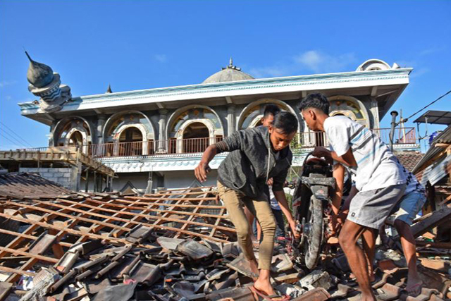 Strong Lombok Quake. Antara