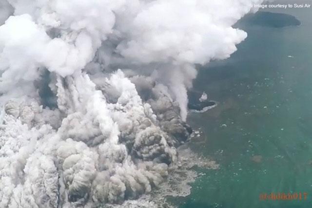 anak krakatau continues to erupt day after devastating