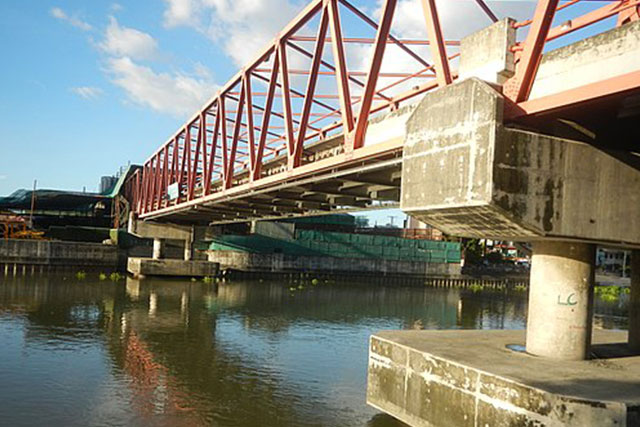 Estrella-Pantaleon Bridge over  Pasig River in Makati City | Photo by: Judgefloro
