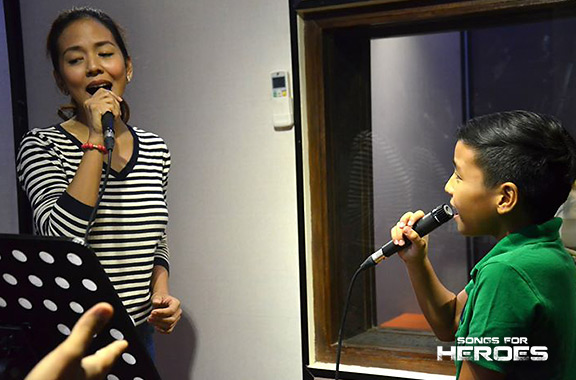 Arnee Hidalgo and Sam Shoaf will perform a duet as a tribute for the country's troopers.