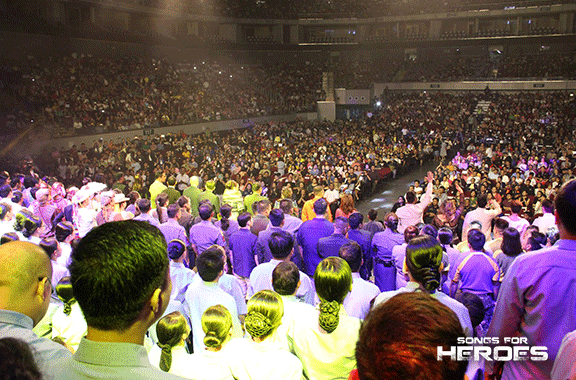 Supporters of the Songs for Heroes 2 concert filled the Mall of Asia Arena to the brim, showing overwhelming support to the country's uniformed men.