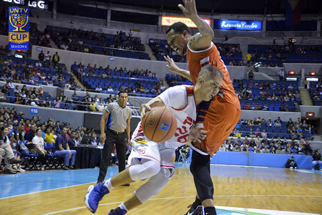 PNP's Alejandro Yanquiling III (#26) tries to get past Rob Wainwright (#5) of the BFP Firefighters during the opener of UNTV Cup Season 6 at the Smart-Araneta Coliseum. (Photo by Madz Milana)